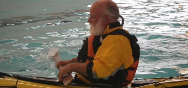 9. oktober 2014 Der blev rullet og reddet til den store guldmedalje i Jyderup Svømmehal i dag. 12 kajakker blev grundigt vasket af og søsat i den lille svømmehal, hvor vandet er varmt og […]